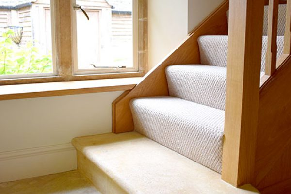 cotswold-stone-stairs-and-slab-flooring